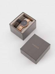 Watch With Interchangeable Straps Часовник със сменяващи се каишки